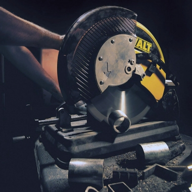 DEWALT DW872 przecinarka do metalu piła